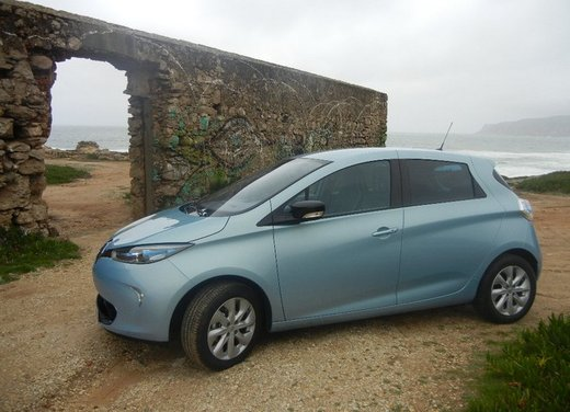 renault zoe test drive della nuova berlina elettrica francese. Black Bedroom Furniture Sets. Home Design Ideas