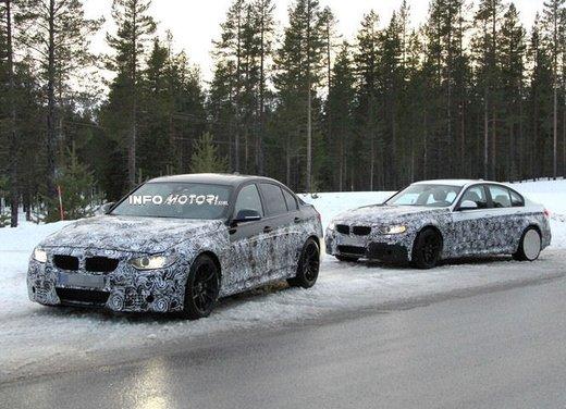 BMW M3, foto spia di due muletti sulla neve