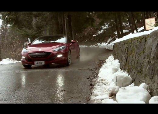Nuova Peugeot RCZ di Andreucci contro bici downhill di Suding - Foto 9 di 12