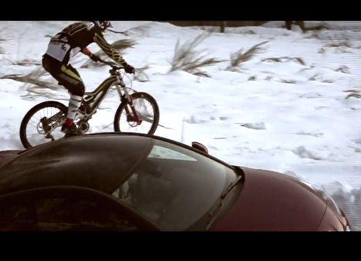 Nuova Peugeot RCZ di Andreucci contro bici downhill di Suding - Foto 12 di 12