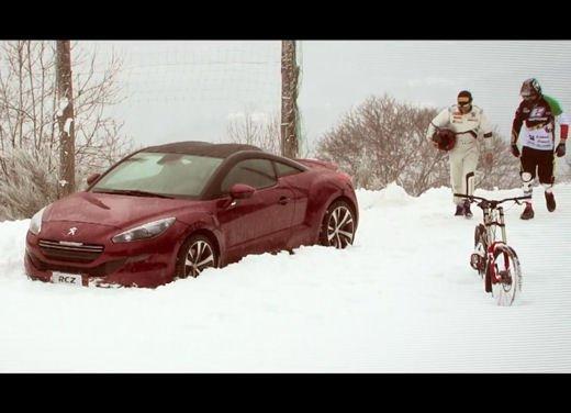 Nuova Peugeot RCZ di Andreucci contro bici downhill di Suding - Foto 4 di 12