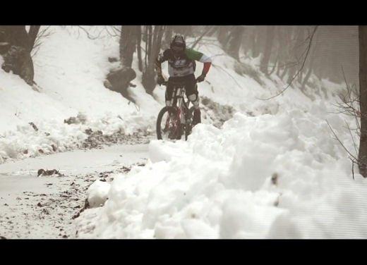 Nuova Peugeot RCZ di Andreucci contro bici downhill di Suding - Foto 8 di 12