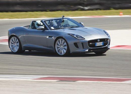 Jaguar F-Type provata su strada e in pista