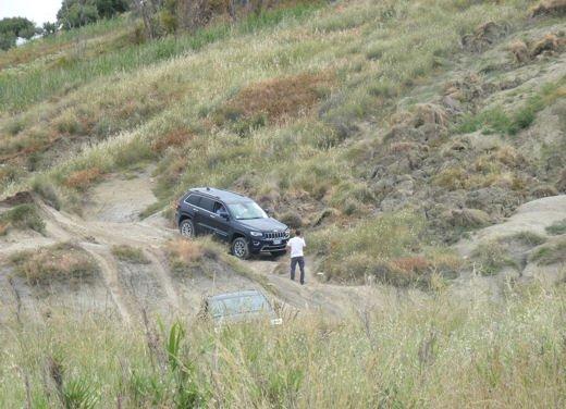 Nuova Jeep Grand Cherokee, prova su strada del Suv premium - Foto 14 di 26