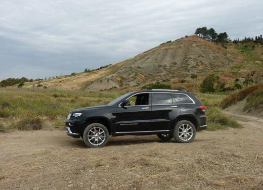 Nuova Jeep Grand Cherokee, prova su strada del Suv premium - Foto 17 di 26