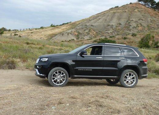 Nuova Jeep Grand Cherokee, prova su strada del Suv premium - Foto 18 di 26