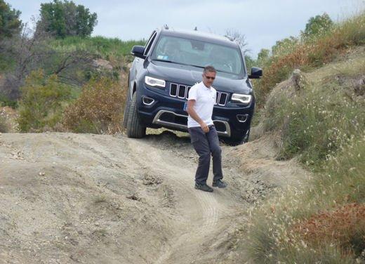 Nuova Jeep Grand Cherokee, prova su strada del Suv premium - Foto 20 di 26