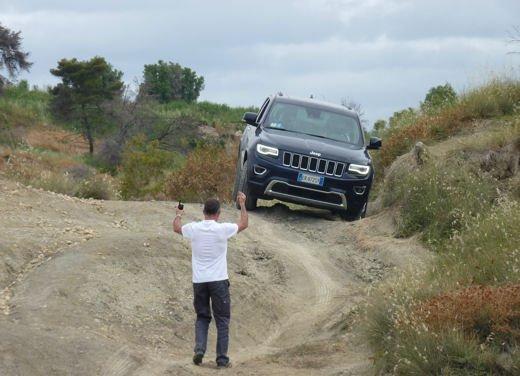 Nuova Jeep Grand Cherokee, prova su strada del Suv premium - Foto 21 di 26