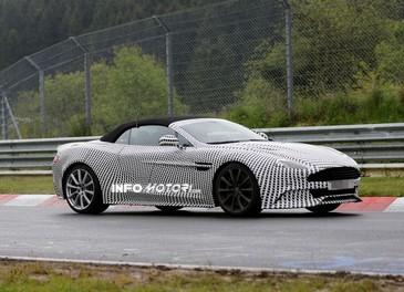 Aston Martin Vanquish Volante nuove foto spia della roadster britannica - Foto 3 di 12