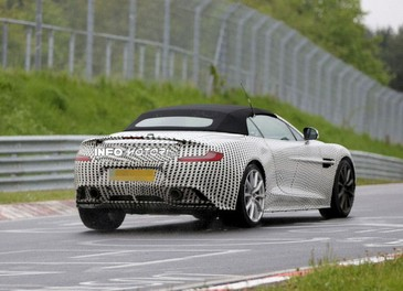 Aston Martin Vanquish Volante nuove foto spia della roadster britannica - Foto 6 di 12