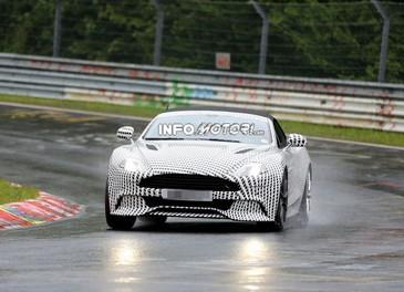 Aston Martin Vanquish Volante nuove foto spia della roadster britannica - Foto 7 di 12