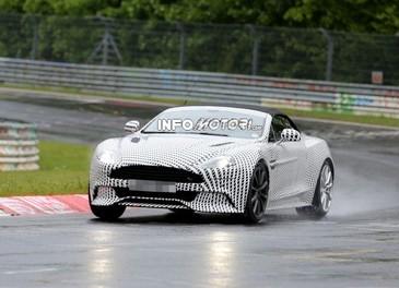 Aston Martin Vanquish Volante nuove foto spia della roadster britannica - Foto 8 di 12
