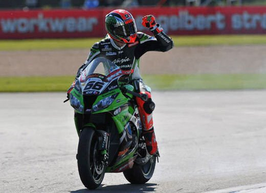 SBK 2013 Germania al Nurburgring doppio incidente in Gara 1 e 2, Tom Sykes primo in classifica - Foto 12 di 23
