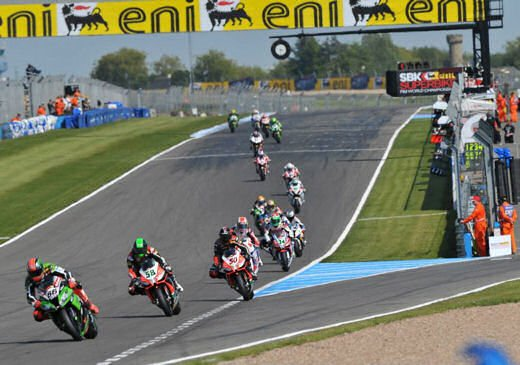 SBK 2013 Germania al Nurburgring doppio incidente in Gara 1 e 2, Tom Sykes primo in classifica - Foto 13 di 23