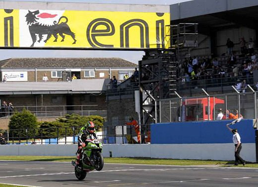 SBK 2013 Germania al Nurburgring doppio incidente in Gara 1 e 2, Tom Sykes primo in classifica - Foto 16 di 23