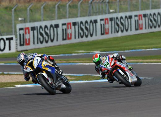 SBK 2013 Germania al Nurburgring doppio incidente in Gara 1 e 2, Tom Sykes primo in classifica - Foto 2 di 23