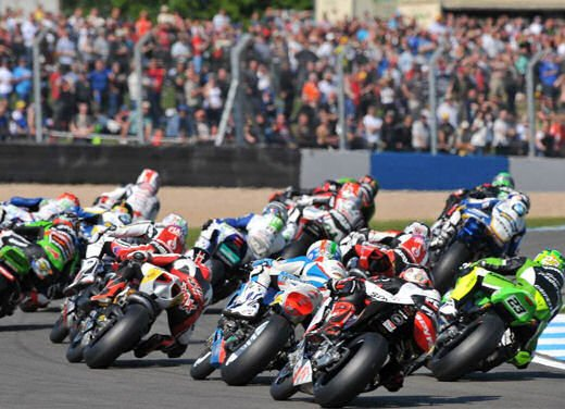 SBK 2013 Germania al Nurburgring doppio incidente in Gara 1 e 2, Tom Sykes primo in classifica - Foto 4 di 23