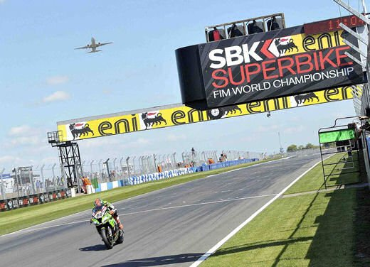 SBK 2013 Germania al Nurburgring doppio incidente in Gara 1 e 2, Tom Sykes primo in classifica - Foto 6 di 23
