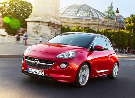 Opel Adam e Valentino Rossi nel nuovo spot Opel - Foto 11 di 26