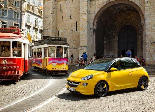 Opel Adam e Valentino Rossi nel nuovo spot Opel - Foto 21 di 26