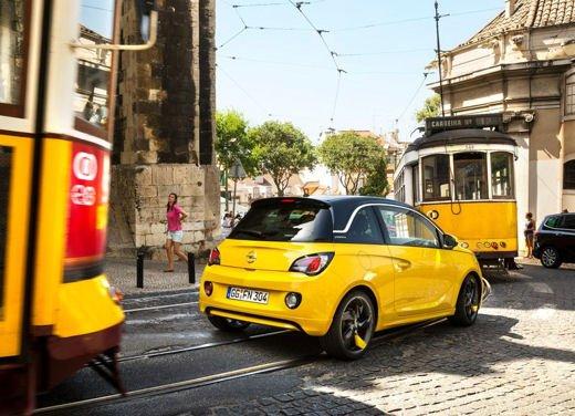 Opel Adam e Valentino Rossi nel nuovo spot Opel - Foto 23 di 26
