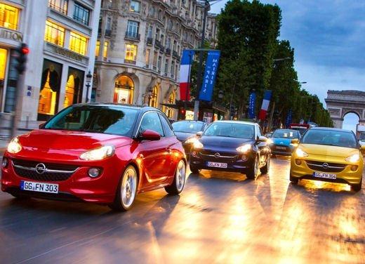 Opel Adam e Valentino Rossi nel nuovo spot Opel - Foto 2 di 26