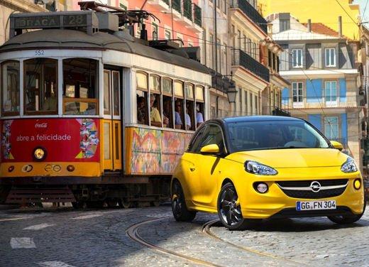 Opel Adam e Valentino Rossi nel nuovo spot Opel - Foto 7 di 26