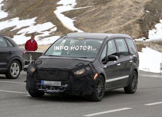 Ford Galaxy foto spia dei test della nuova generazione di Galaxy - Foto 7 di 8