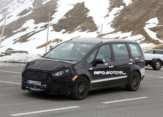 Ford Galaxy foto spia dei test della nuova generazione di Galaxy - Foto 8 di 8