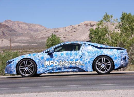 BMW i8, foto spia degli interni della supercar ecologica - Foto 3 di 10