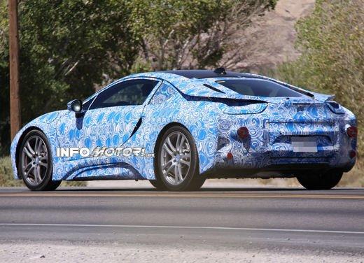 BMW i8, foto spia degli interni della supercar ecologica - Foto 5 di 10
