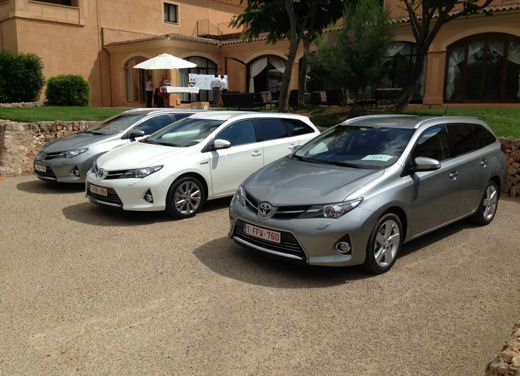 Toyota Auris Touring Sports, test drive della station wagon ibrida