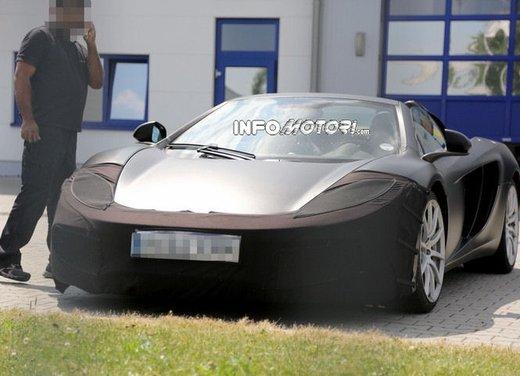 McLaren MP4-12C Spider foto spia dal Nurburgring - Foto 5 di 9