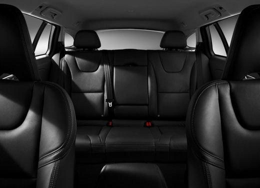 Volvo V60 in offerta a 24.250 euro con sconto di 7.000 euro sul prezzo di listino - Foto 8 di 9