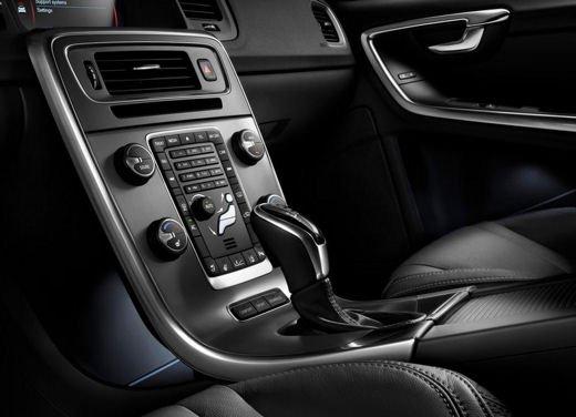 Volvo V60 in offerta a 24.250 euro con sconto di 7.000 euro sul prezzo di listino - Foto 7 di 9