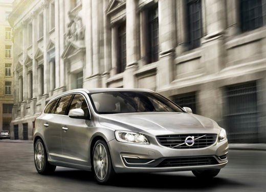 Volvo V60 in offerta a 24.250 euro con sconto di 7.000 euro sul prezzo di listino - Foto 1 di 9
