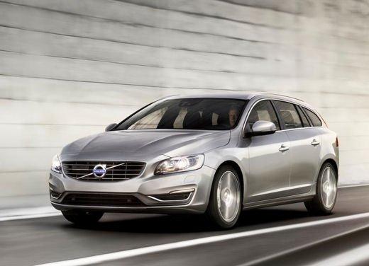 Volvo V60 in offerta a 24.250 euro con sconto di 7.000 euro sul prezzo di listino - Foto 2 di 9