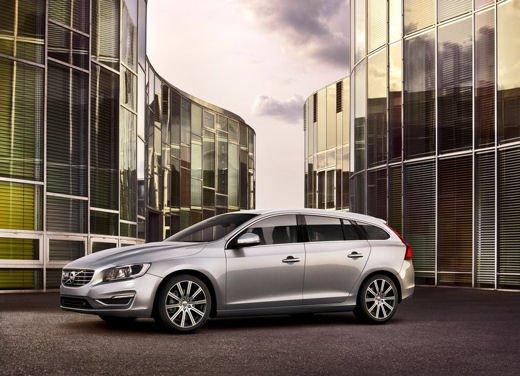Volvo V60 in offerta a 24.250 euro con sconto di 7.000 euro sul prezzo di listino - Foto 3 di 9