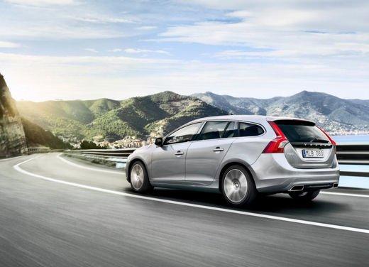 Volvo V60 in offerta a 24.250 euro con sconto di 7.000 euro sul prezzo di listino - Foto 4 di 9
