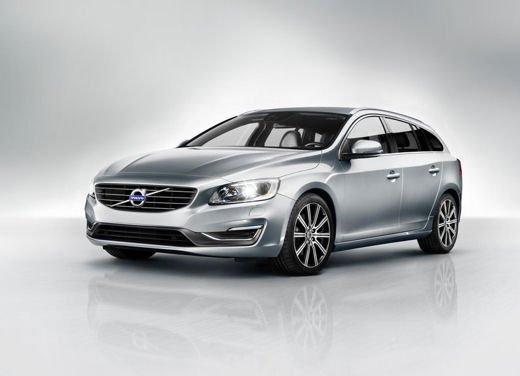 Volvo V60 in offerta a 24.250 euro con sconto di 7.000 euro sul prezzo di listino - Foto 5 di 9