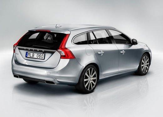 Volvo V60 in offerta a 24.250 euro con sconto di 7.000 euro sul prezzo di listino - Foto 6 di 9