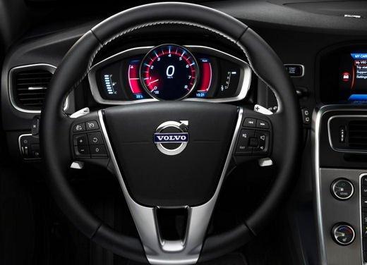Volvo V60 in offerta a 24.250 euro con sconto di 7.000 euro sul prezzo di listino - Foto 9 di 9