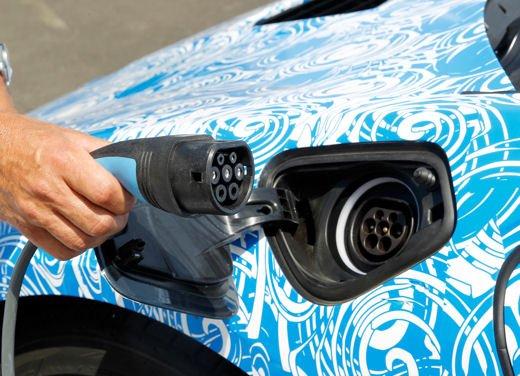 BMW i8, info tecniche e dati della ibrida sportiva - Foto 11 di 14
