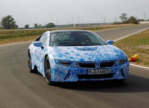 BMW i8, info tecniche e dati della ibrida sportiva - Foto 2 di 14
