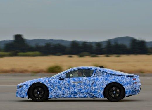 BMW i8, info tecniche e dati della ibrida sportiva - Foto 7 di 14