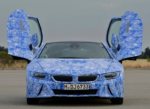 BMW i8, info tecniche e dati della ibrida sportiva - Foto 9 di 14