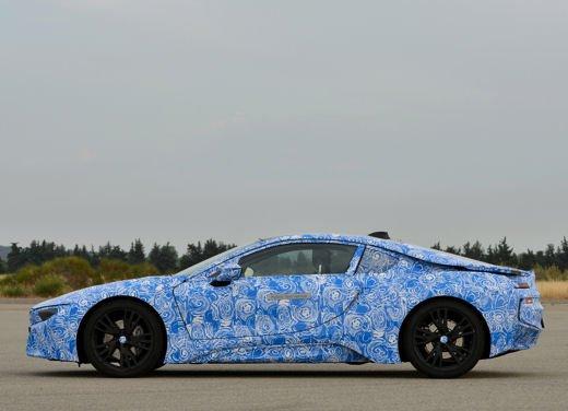 BMW i8, info tecniche e dati della ibrida sportiva - Foto 10 di 14