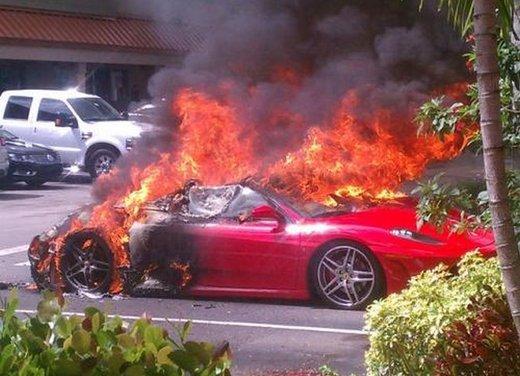 Ferrari F430 prende fuoco in Florida