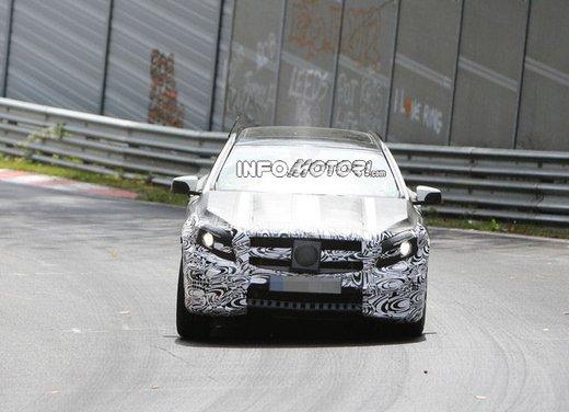 Mercedes GLA 45 AMG nuove immagini spia su pista - Foto 10 di 17