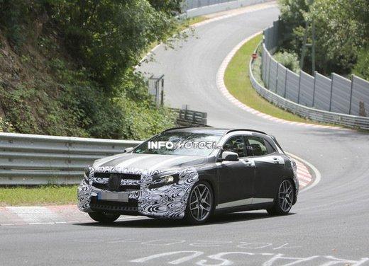 Mercedes GLA 45 AMG nuove immagini spia su pista - Foto 11 di 17